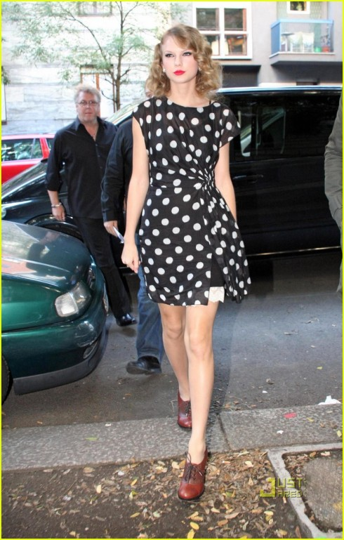 Swift's spotty dress